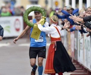 Jonas Buud (not Budd) winning the first edition of Ultravasan, in an average time of 3,45/km.