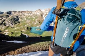 Löpning måste inte handla om 'Dig'. Tvärtom erbjuder det bra möjligheter att rikta uppmärksamheten bortom jaget för en stund. Bild på Ultimate Direction Fastpack som är med i ett test av löparryggor som kommer inom kort.