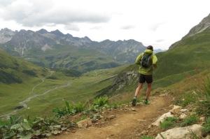 Att springa med studs innebär att du använder marken i din rörelse, utan att kraft går förlorad, snarare att den ökar. Foto & löpare: Fredrik Ölmqvist